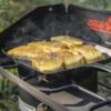 Kép 2/3 - Camp Chef négyzet alakú öntöttvas grill serpenyő